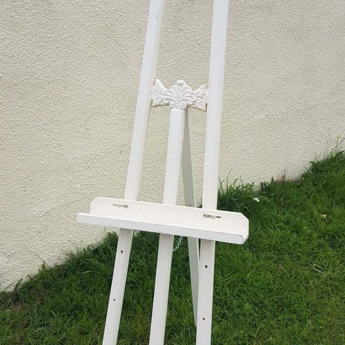 cream-ornate-wooden-easel