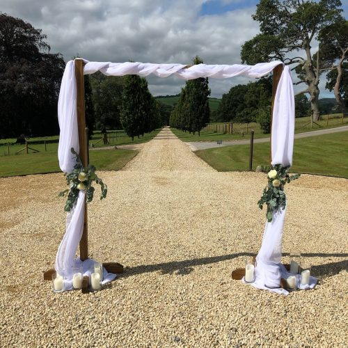 wooden-ceremony-arch